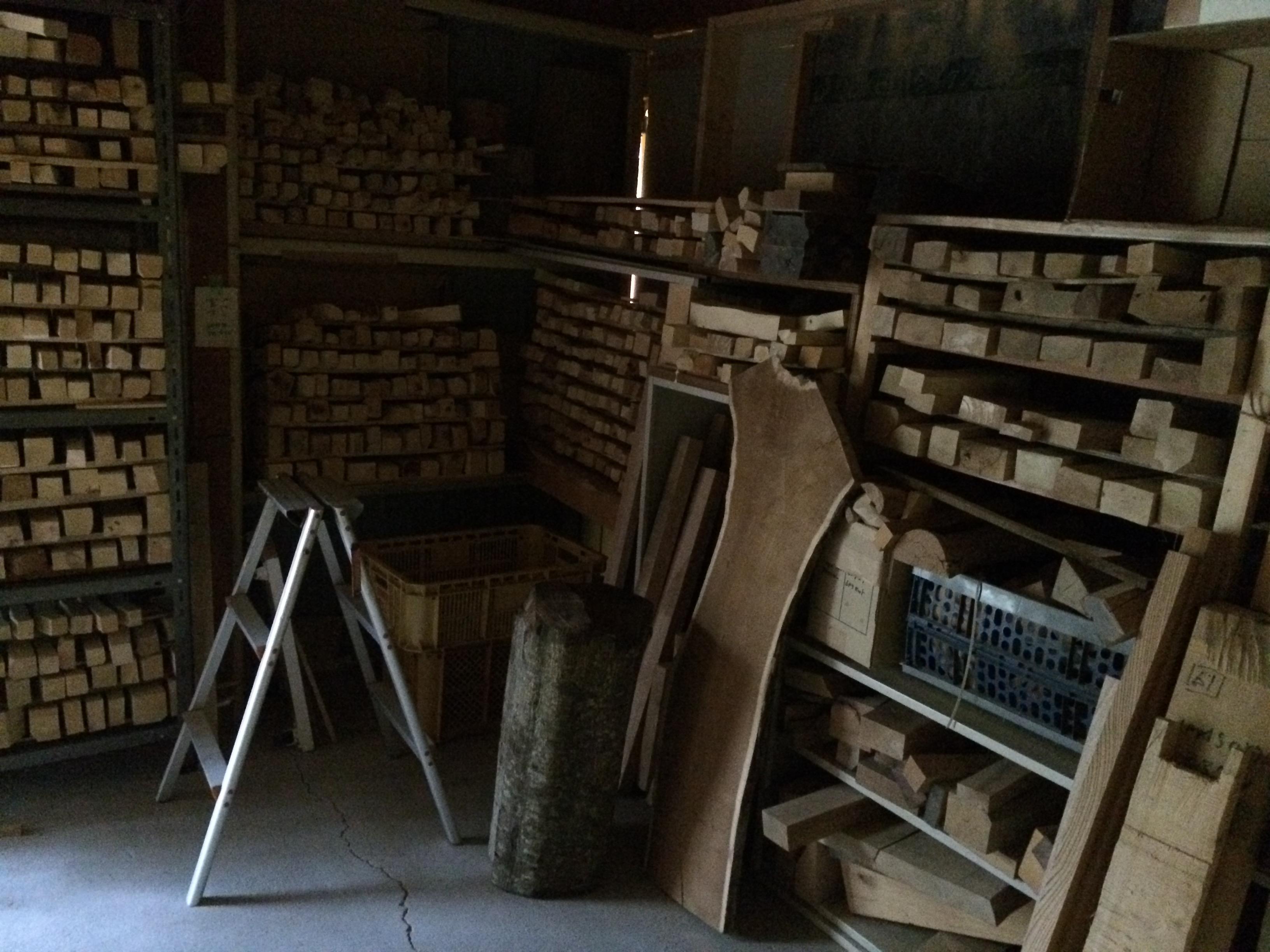 工房の地下にある倉庫